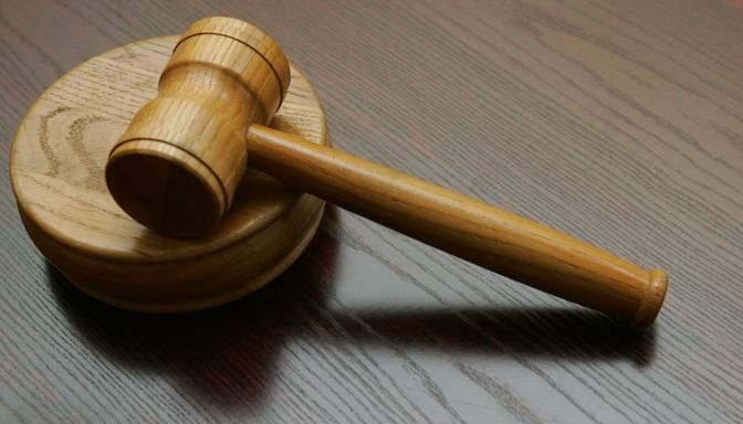 Sievieti tiesās par mājās dzimušā mazmazbērna nolaupīšanu un noslepkavošanu