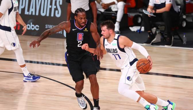 """""""Clippers"""" uzvar sērijas sestajā mačā, Porziņģim un """"Mavericks"""" sezona beigusies"""