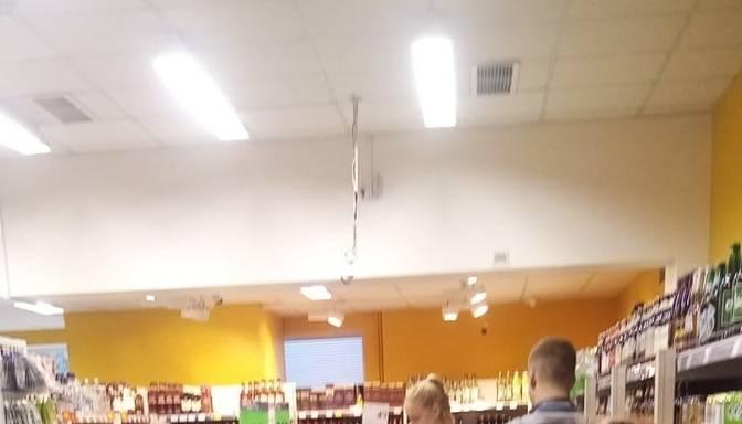 Veikalā regulāri ir garas rindas!