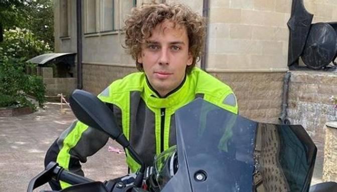 """""""Visu dzīvi domāju, ka baidos no ātruma!"""" Maksims Galkins iegādājies stilīgu motociklu"""