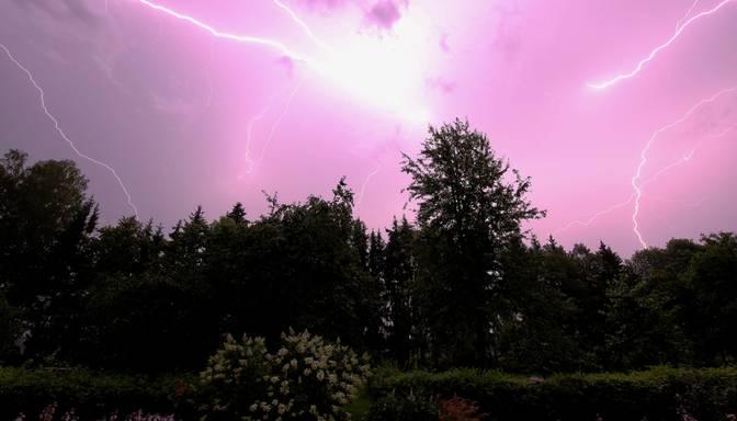 Pirmdien vietām Latvijā iespējams lietus un pērkona negaiss