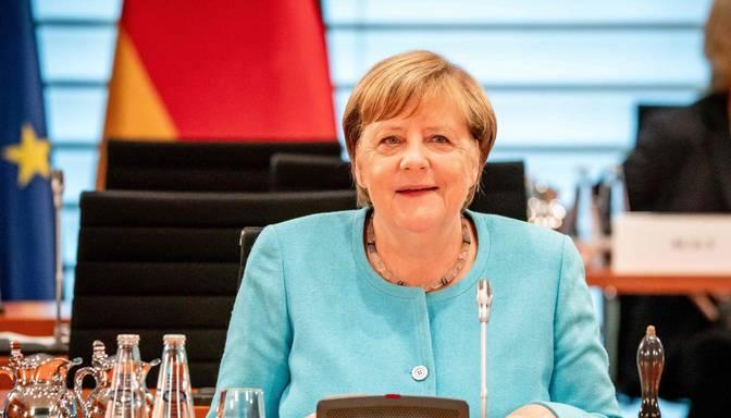 Aptauja: vairumam vāciešu Merkeles nepietrūks