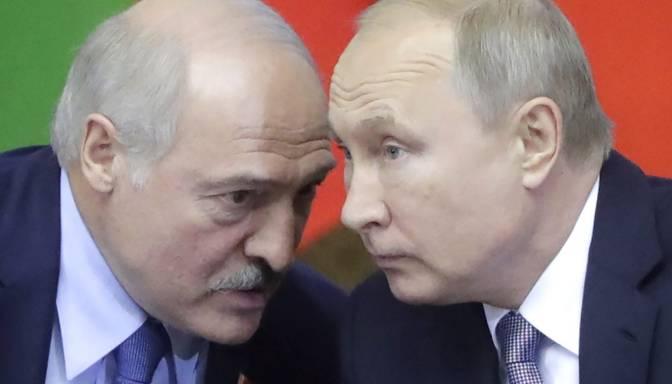 Pētniece: Lai nostiprinātu savas pozīcijas, Lukašenko varētu lūgt palīdzību Krievijai
