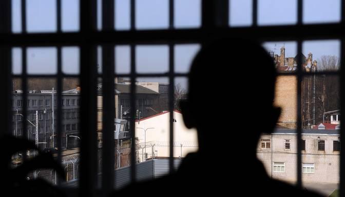 Jēkabpilī aizdomās par nosišanu aiz neuzmanības aiztur divus vīriešus
