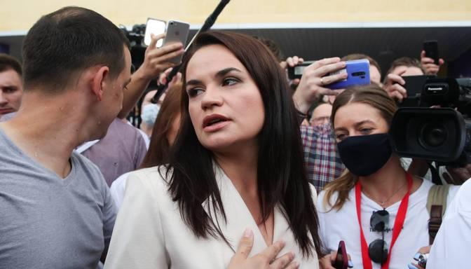 Tihanovska aicina baltkrievus turpināt protestus pret Lukašenko