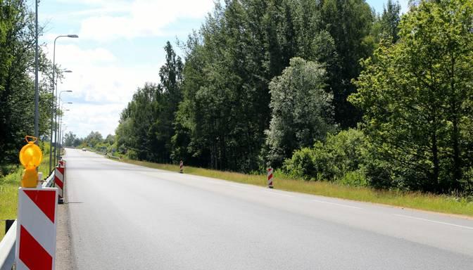 Uz Tallinas šosejas krustojumā pie Zvejniekciema stacijas aizliedz kreisos pagriezienus