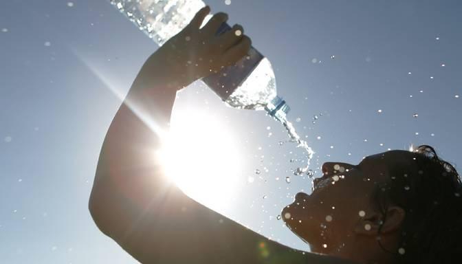 Meteorologi izsludina dzelteno brīdinājumu: līdz pirmdienai gaidāms liels karstums