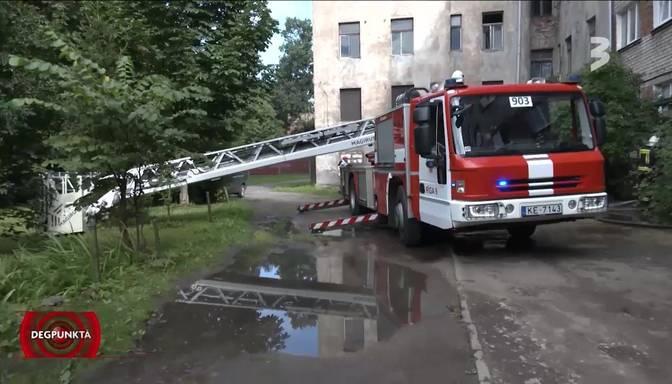 Postošs ugunsgrēks Maskavas forštatē laupa ģimenes mīluļu dzīvības