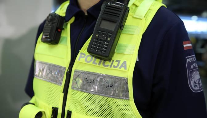 Par vīrieša sašaušanu pie bērnudārza Zolitūdē aizturēti 14 un 15 gadus veci pusaudži