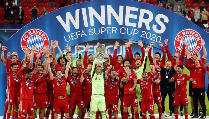"""UEFA Superkausu Budapeštā papildlaikā iegūst Minhenes """"Bayern"""""""