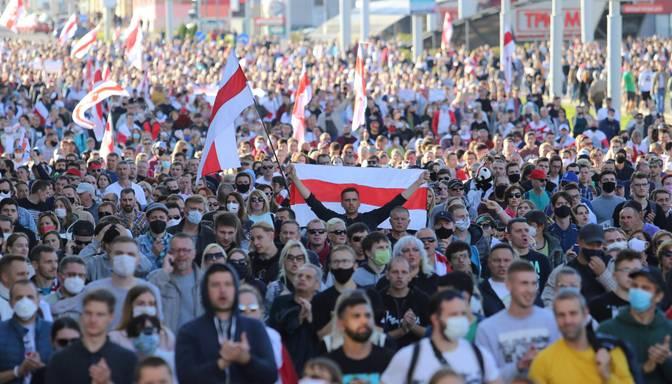 Tūkstošiem cilvēku Minskā protestē pret Lukašenko režīmu