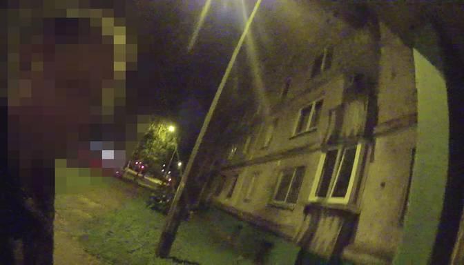 """""""Naksnīgs"""" sprints Purvciemā: velozaglis pamana policistus, pamet velosipēdu un metas bēgt"""