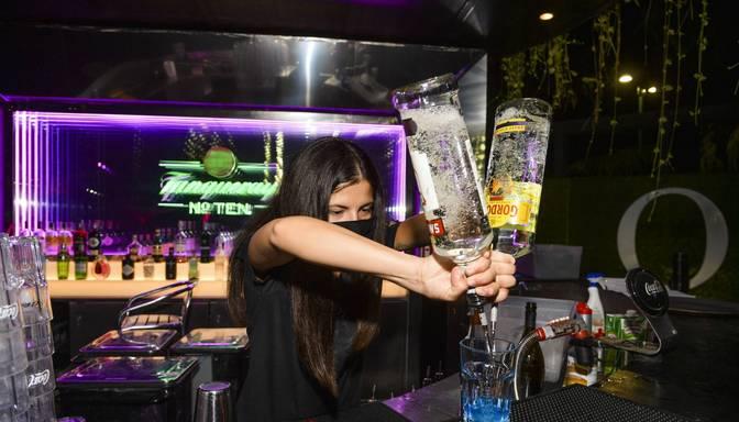 Covid-19 dēļ Igaunijā aizliedz alkohola tirdzniecību naktī