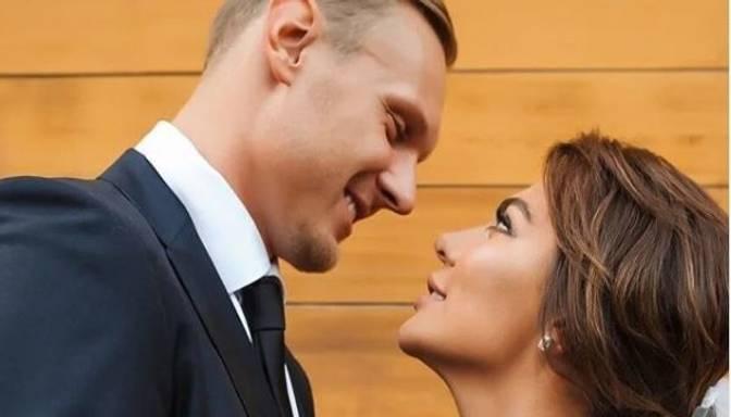 Sedokova atklāj, ka apprecējusies ar Timmu dokumentu dēļ. Nu pāris varēs kopā ierasties Rīgā