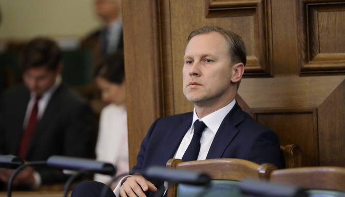 Ētikas komisijas deputāti nolemj neskatīt iedzīvotāju sūdzības par Gobzemu, lai viņu nereklamētu