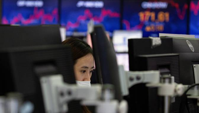 Akciju cenas ASV un Eiropā pieaug, investoriem atsākot akciju pirkšanu