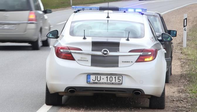 Auto sadursmē ar alni Balvu novadā iet bojā sieviete
