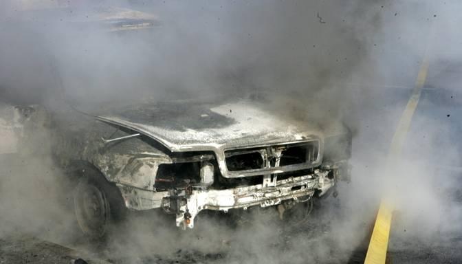Kārtojot savstarpējās attiecības, vīrietis nodedzina dzīvesbiedres automašīnu