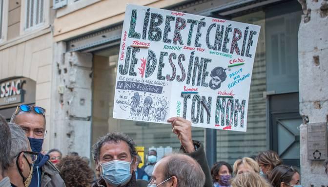 Francijā par skolotāja slepkavības attaisnošanu studentei piespriež nosacītu sodu