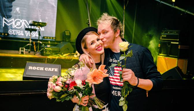 Foto: jaunā dziedātāja Mønta prezentē debijas minialbumu