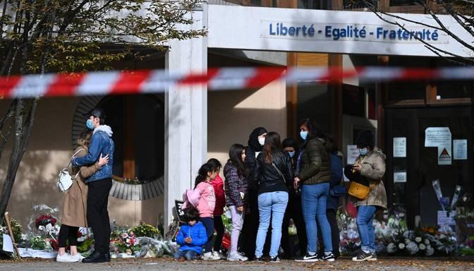 Saistībā ar vēstures skolotāja slepkavību Francijā aizturēti četri skolēni