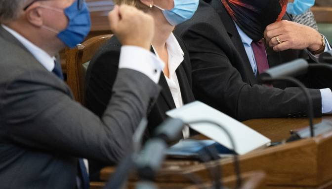 Vēl vairākiem Saeimas darbiniekiem varētu būt konstatēta inficēšanās ar Covid-19; arī deputātus mudina veikt testus