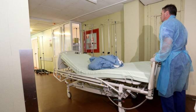 Latvijā samazinās mirstības no Covid-19 procentuālais rādītājs