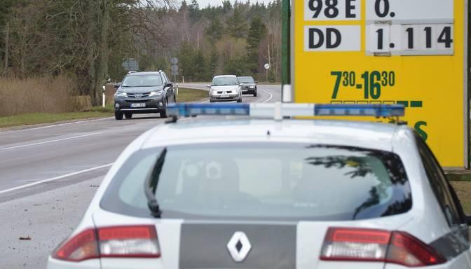 Iereibis šoferis policijas darbiniekam piedāvā 100 eiro kukuli