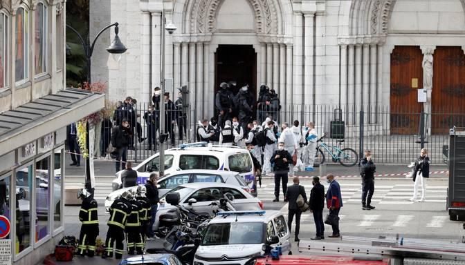 Uzbrukums Francijā: vīrietis ar nazi pie baznīcas noslepkavo trīs cilvēkus