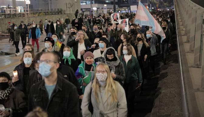 Varšavā protesti pret tiesas lēmumu, kas faktiski aizliedz abortus