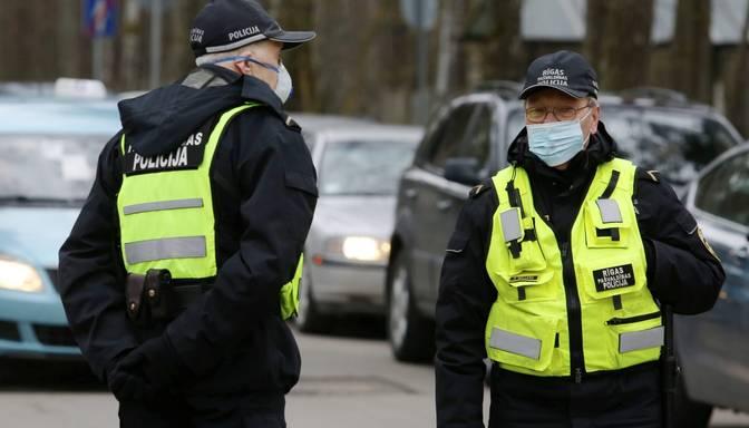 Policija sabiedriskās vietās neveiks īpašus reidus masku valkāšanas kontrolei