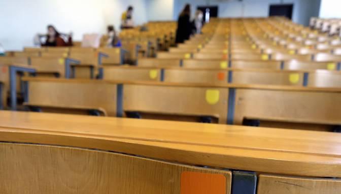 Covid-19 izplatīšanās dēļ augstskolām no pirmdienas jāstrādā daļēji attālināti