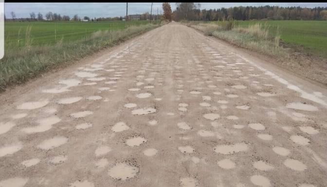 Par ko tiek maksāti nodokļi, ja ceļš izskatās šādi?