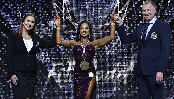 """Samanta Balode kļūst par IFBB pasaules """"Fit Model"""" čempionāta absolūto uzvarētāju un trīskārtējo IFBB pasaules čempioni"""