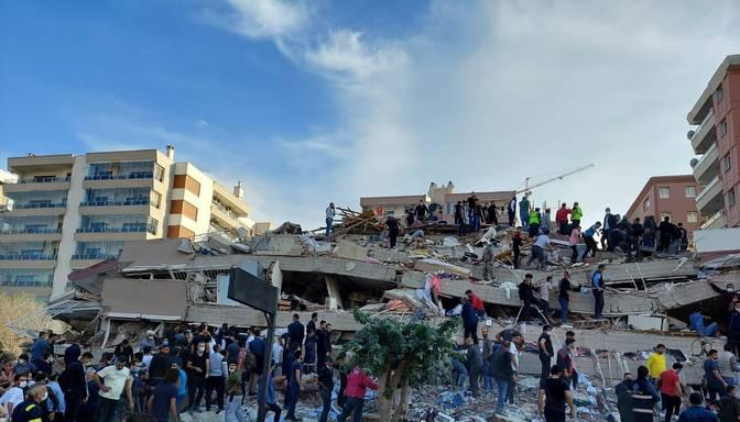 Turcijas rietumos spēcīgā zemestrīcē gājuši bojā vismaz 12 cilvēki