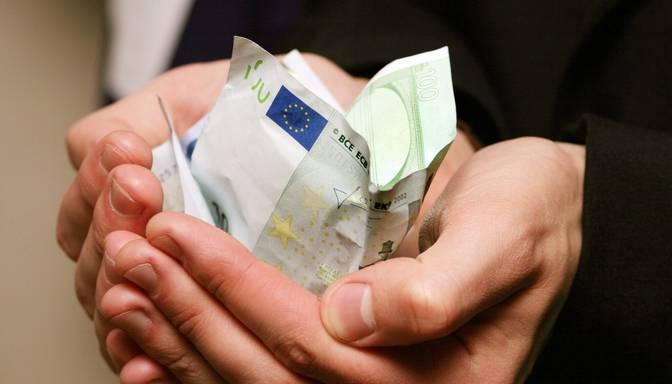 """""""Swedbank"""": Nelaimes gadījumā ģimenes Latvijā ir finansiāli visneaizsargātākās starp Baltijas valstīm"""