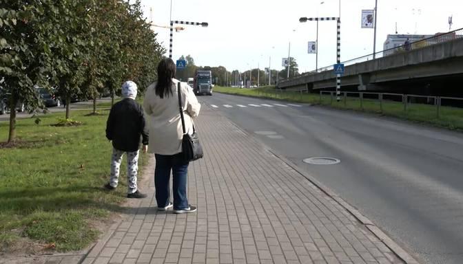 Sievietei ar bērnu taksometra vadītājs atteicis braucienu. Vai likumīgi?