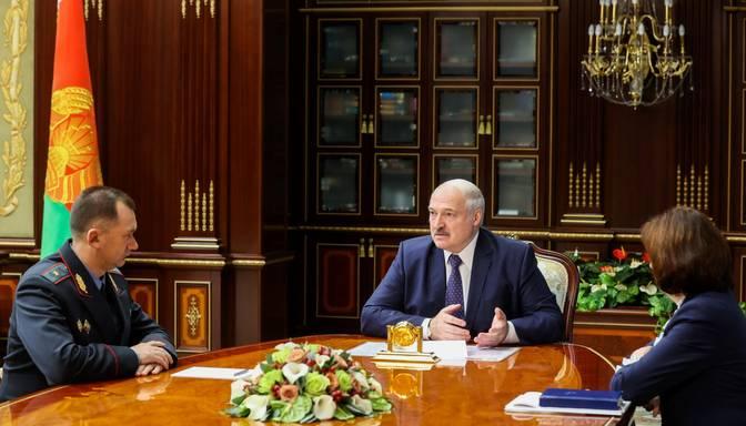 Baltkrievija slēgusi savu robežu vieglajam un pasažieru transportam