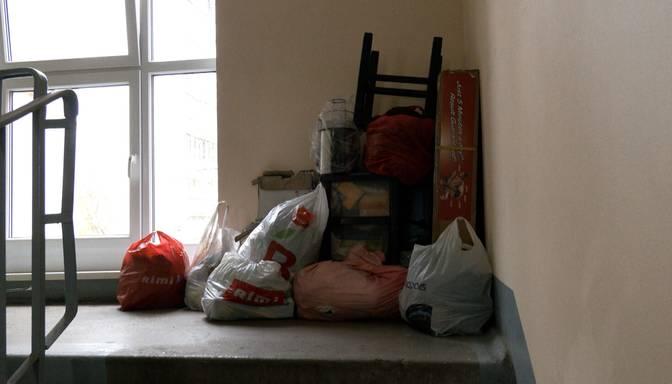 Daudzstāvu mājā Rīgā brīvdienās uzliesmo ledusskapis un sadeg iedzīve
