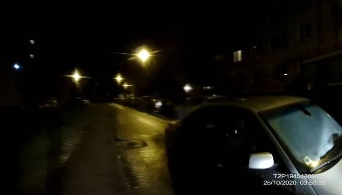 """Ielas vidū atstāj nozagtu """"BMW""""; aicina atsaukties aculieciniekus"""