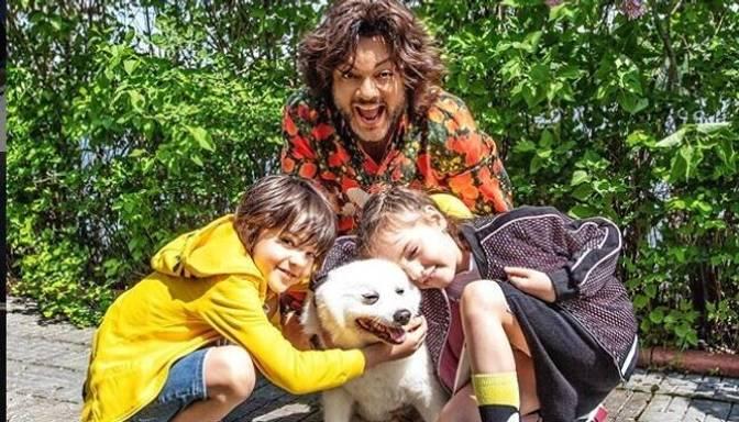 Foto: Filips Kirkorovs izrāda savus bērnus viņu vecumiem neierastās pozās