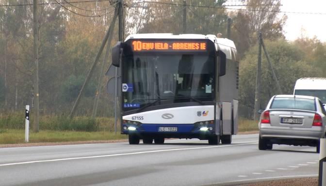 Par sadursmi ar riteņbraucēju bargu sodu saņēmis autobusa šoferis uzskata, ka tas piemērots nepamatoti