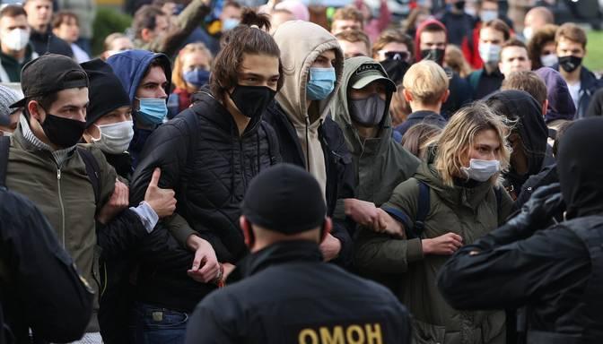 """Pēc """"tautas ultimāta"""" termiņa beigām baltkrievi sāk streikus"""