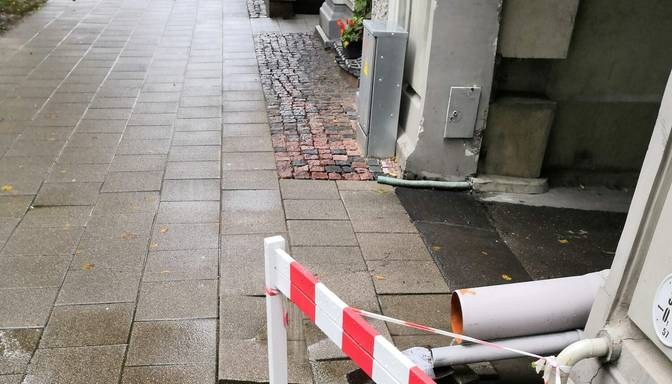 Vai drīkst patvaļīgi uzstādīt lietus notekūdeņu caurules?
