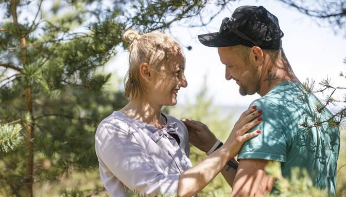 """Mīlas intriga """"Lauku sētā"""": dalībnieki atklāj Jurčika un Sintijas attiecību aizkulises"""