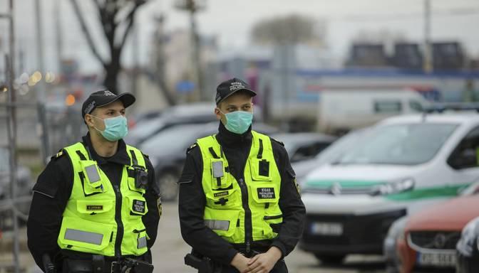 Policija Kokneses novadā konstatē vienā auto braucošos no dažādām mājsaimniecībām bez sejas aizsargmaskām
