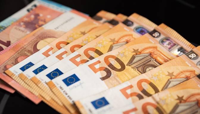 Dīkstāves pabalsta minimālo slieksni plāno celt līdz 500 eiro