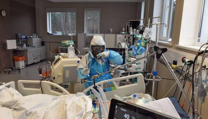 Sestdien mazākais slimnīcās ievietoto Covid-19 pacientu skaits pēdējo divarpus mēnešu laikā