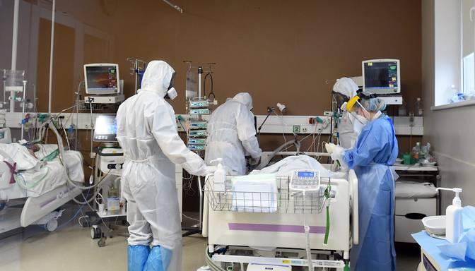 Stacionēti vēl 68 Covid-19 pacienti, slimnīcās ievietoto kopskaitam pieaugot līdz 1153