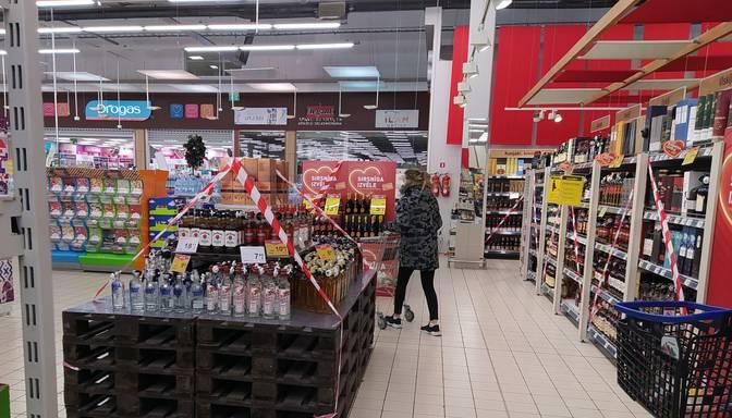 Plāno atcelt tirgojamo preču ierobežojumus pārtikas un higiēnas preču veikalos